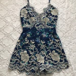Scaollped Floral Fitted Romper
